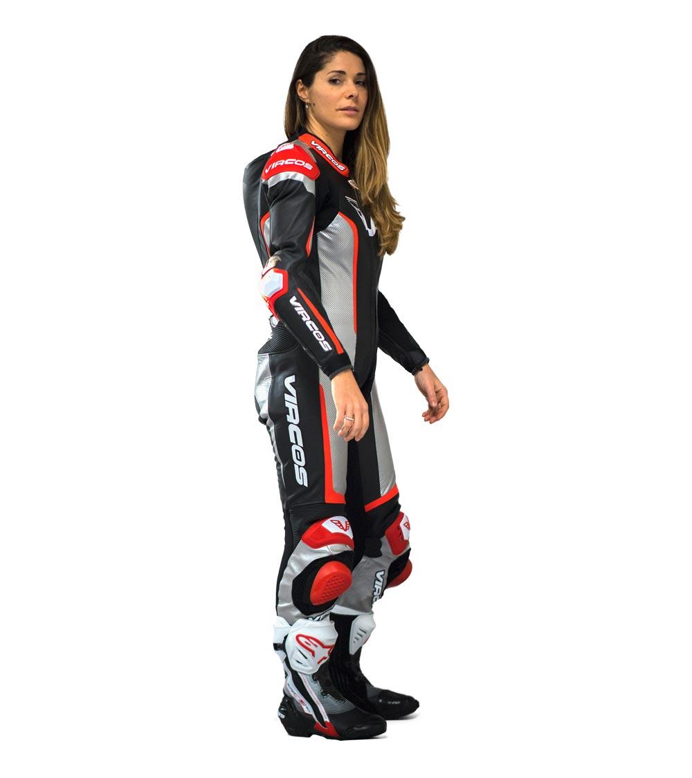 dettaglio lato destro tuta moto rossa racer lady