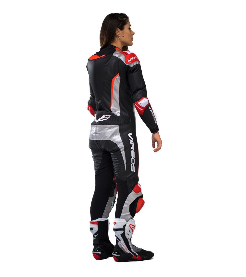dettaglio retro destro tuta moto rossa racer lady