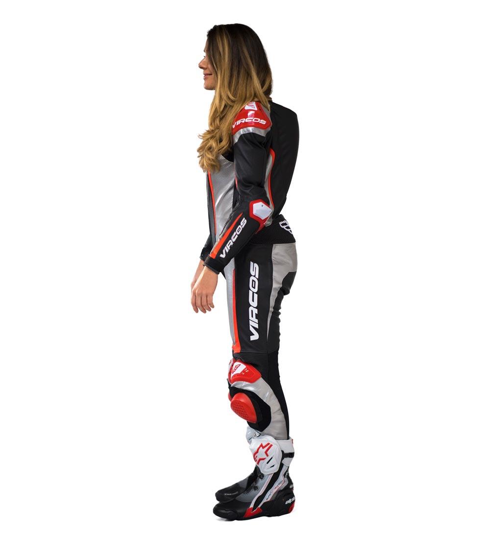dettaglio lato sinistro tuta moto rossa racer lady