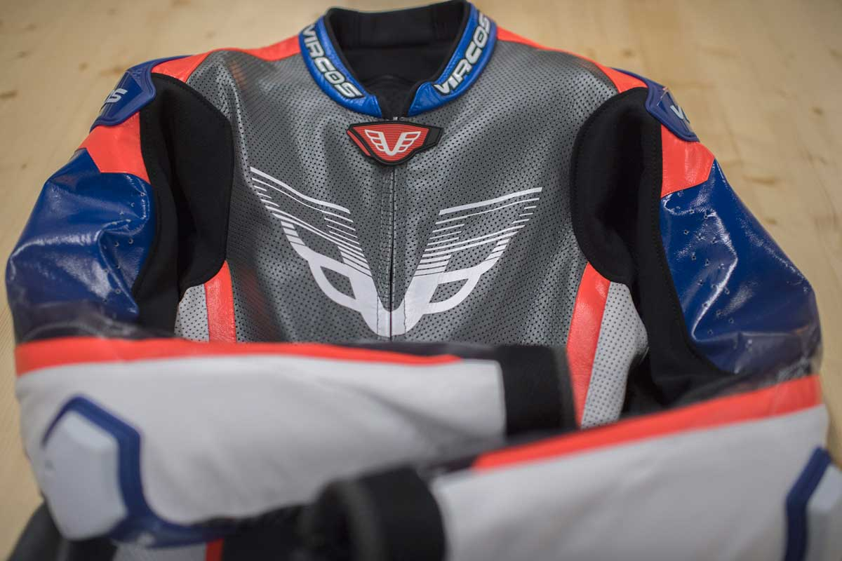 dettaglio tecnologia tuta moto racer 7